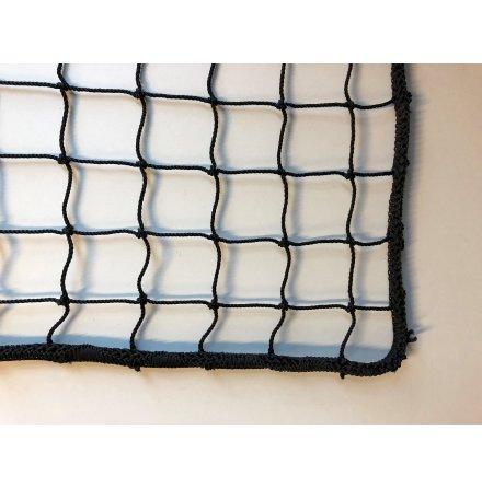 Hockeynät i 3 mm svart nylon 40x40mm med kantsydd lina runt om.